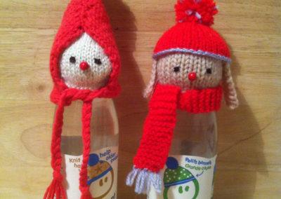 Petits personnages en rouge