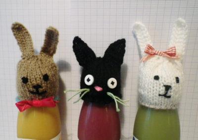 Deux lapins et un chat